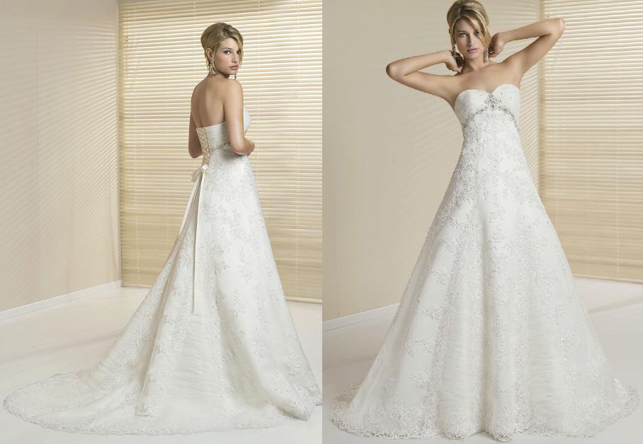 e9231d0336 A vonalú hófehér menyasszonyi ruha Mystic Moment Esküvői Ruhaszalon Gyömrő