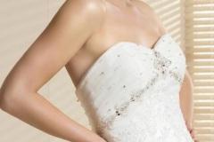 Hófehér csipkézett menyasszonyi ruha Mystic Moment Esküvői Ruhaszalon Gyömrő