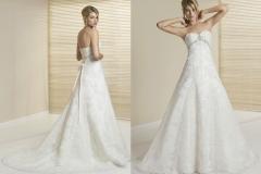 A vonalú hófehér menyasszonyi ruha Mystic Moment Esküvői Ruhaszalon Gyömrő