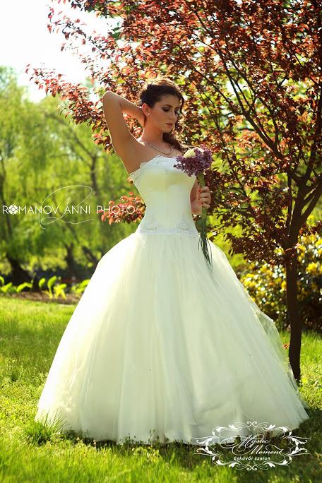 Hercegnős Menyasszonyi ruha Gyömrő Mystic Moment 69717a524d
