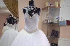 Kövekkel kirakott tüllös menyasszonyi ruha Mystic Moment Esküvői Ruhaszalon Gyömrő