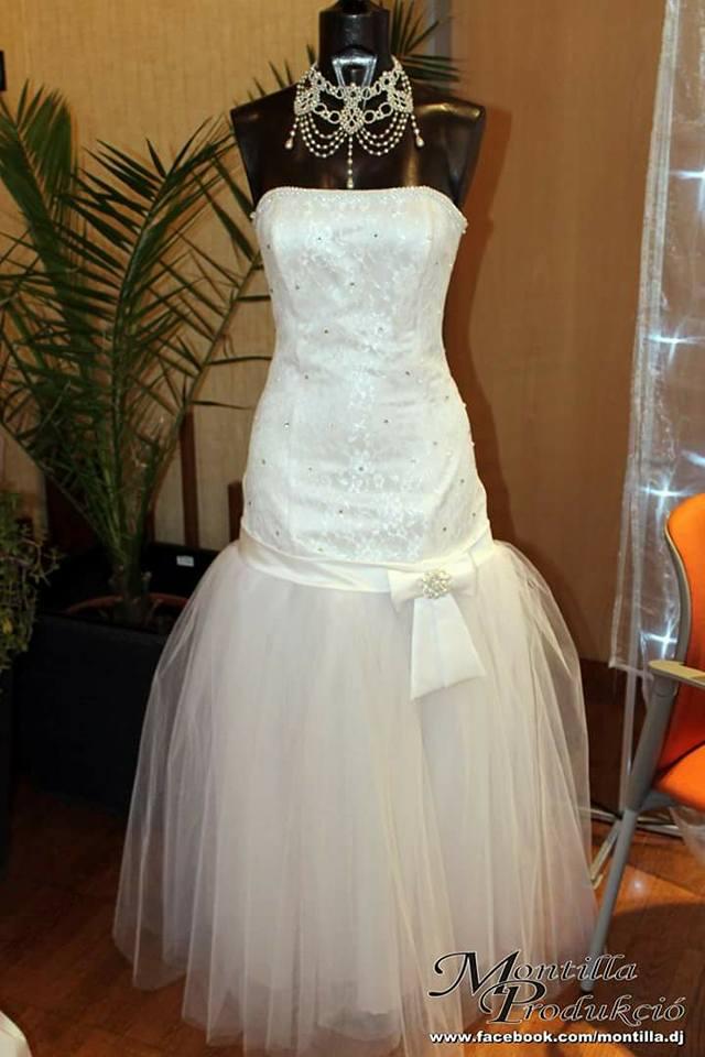 e1c4357076 Eladó fehér tüllös sellő fazonú menyasszonyi ruha Mystic Moment Esküvői  Ruhaszalon Gyömrő