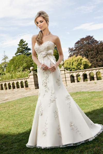 f87e7aa5e4 Menyasszonyi ruha by Ronald Joyce 06 Mystic Moment Esküvői Ruhaszalon Gyömrő