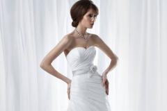 A vonalú menyasszonyi ruha övvel Mystic Moment Esküvői Ruhaszalon Gyömrő