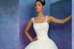 Báli fazonú menyasszonyi ruha Mystic Moment Esküvői Ruhaszalon Gyömrő
