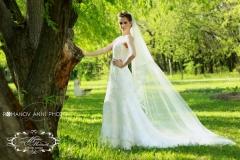 Menyasszonyi ruha hosszú fátyollal a Mystic Moment Esküvői Ruhaszalonban Gyömrőn